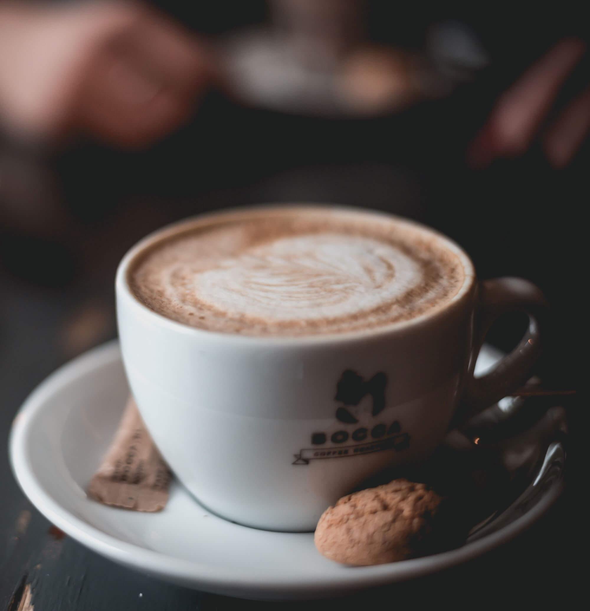 Gebäck von Antica Pasticceria Ambrosiana mit Kaffee