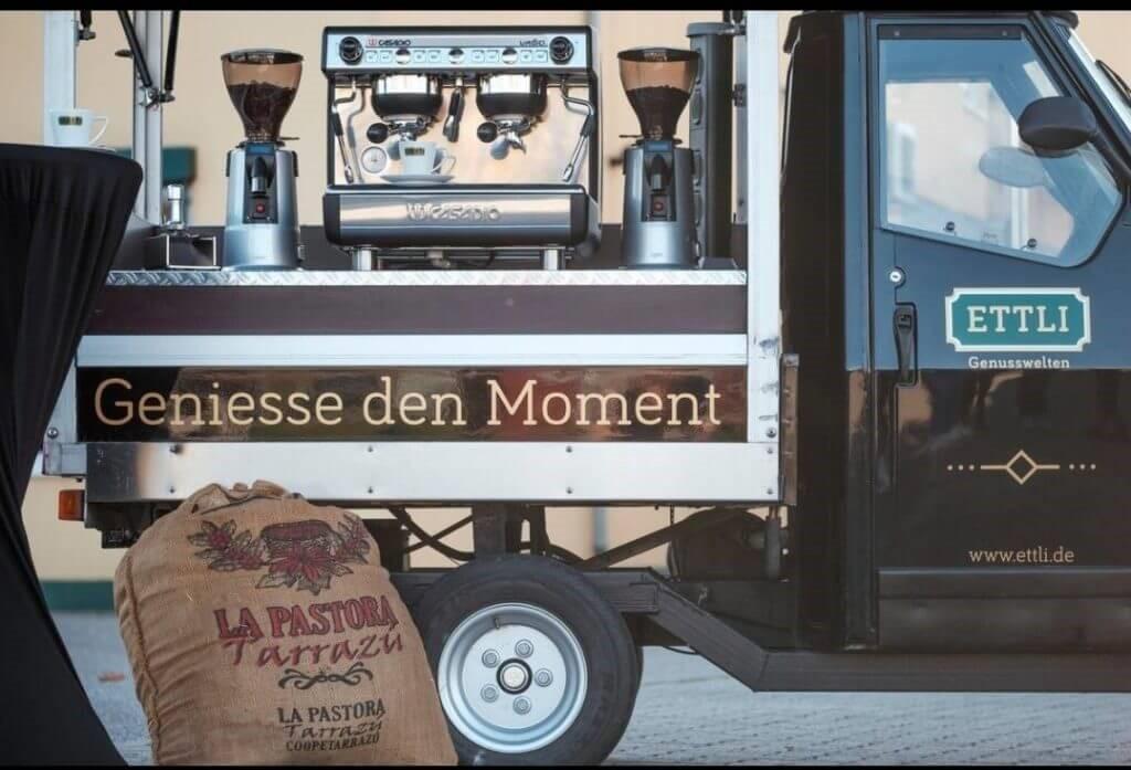 ETTLI mobile Kaffeestation mit Siebträgermaschine und Kaffeemühle