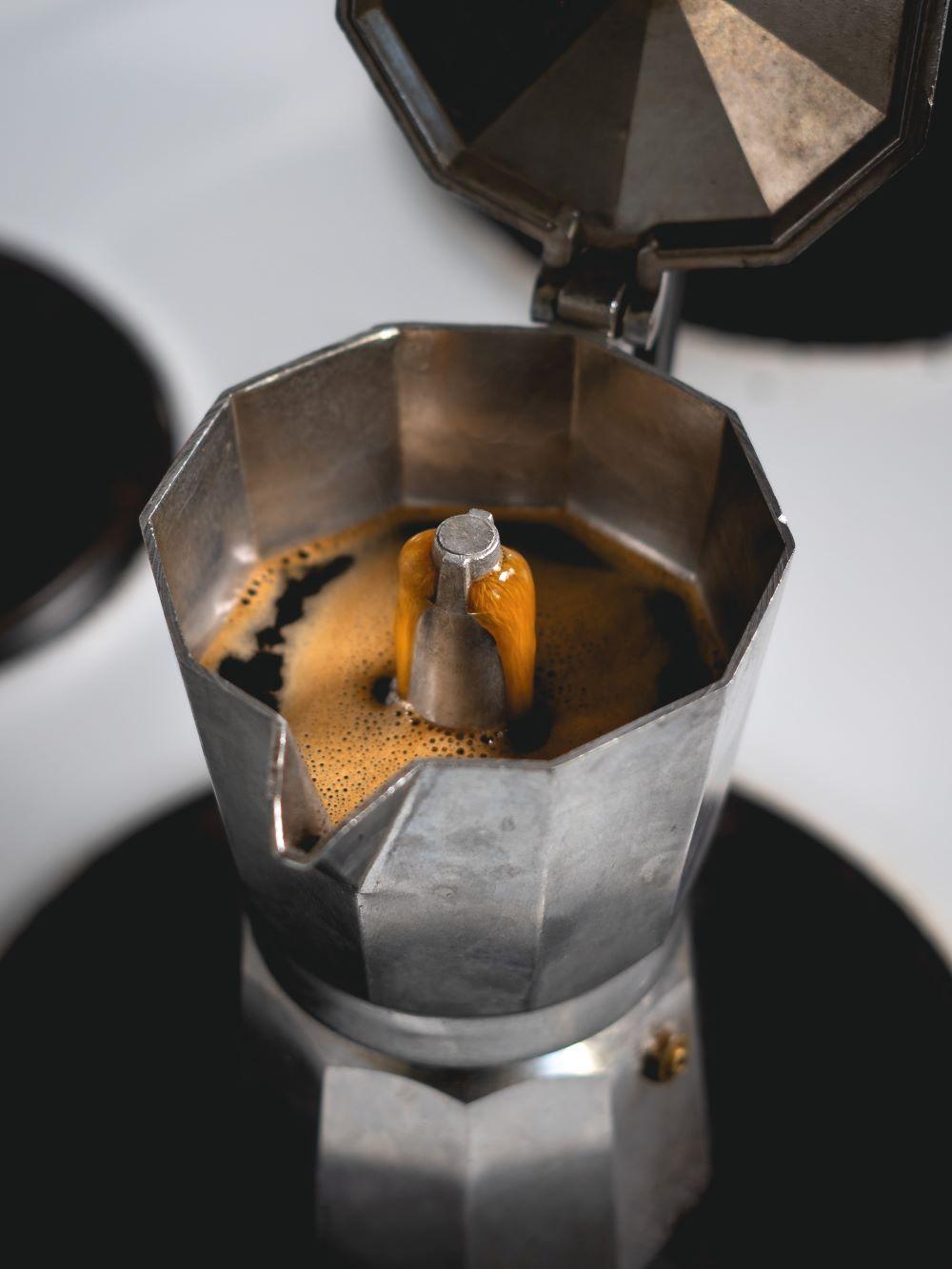 Espressokocher auf der Herdplatte
