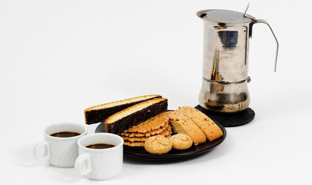 Kekse_Espressokocher_und_Kaffee