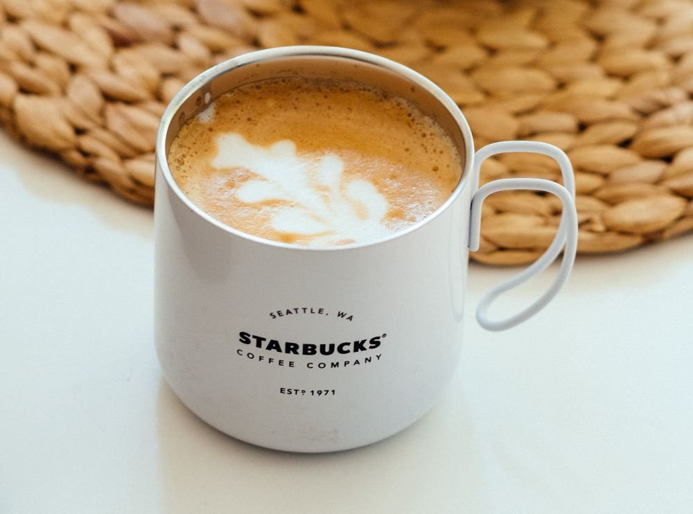 Starbucks-Kaffee in Tasse