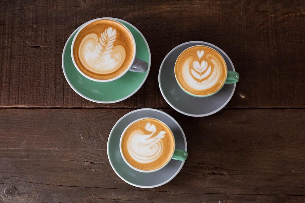 Dekorative Muster durch Latte Art