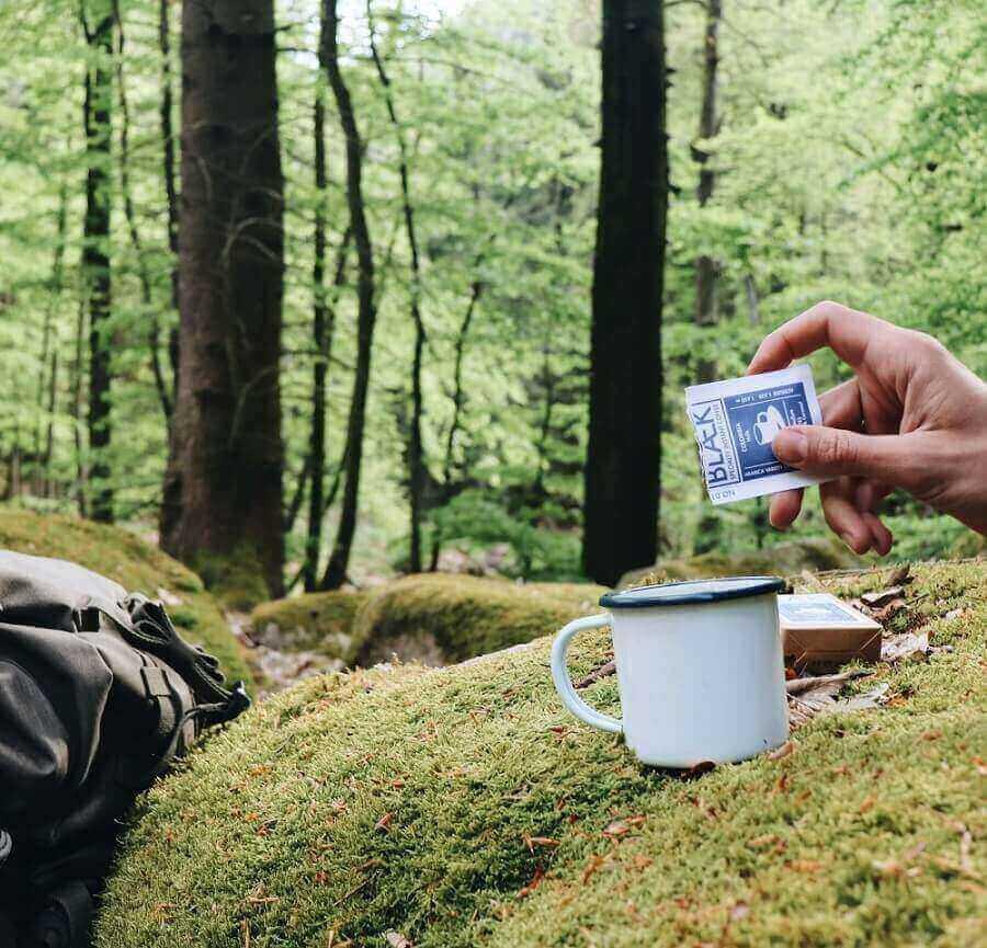 Blaek Kaffee im Wald zubereiten