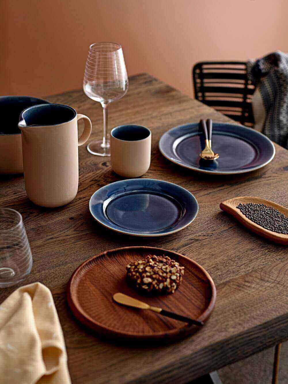 Bloomingville Geschirrkollektion Anne auf einem Tisch