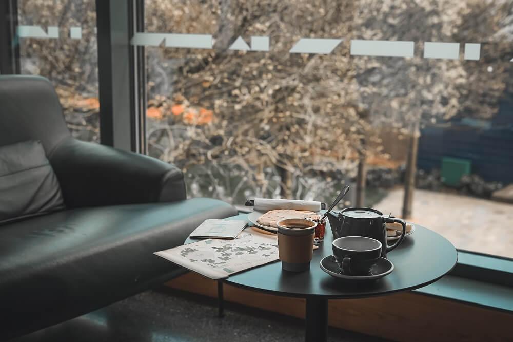 Kaffeegedeck im Café