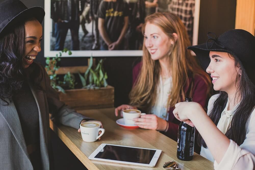 Hornig Kaffee trinken mit Freunden