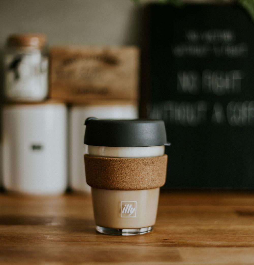Illy Kaffee in To-Go Becher aus Glas