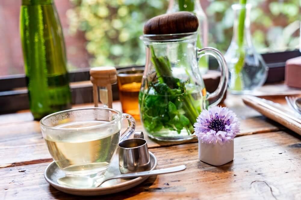 Tee mit frischer Nana-Minze