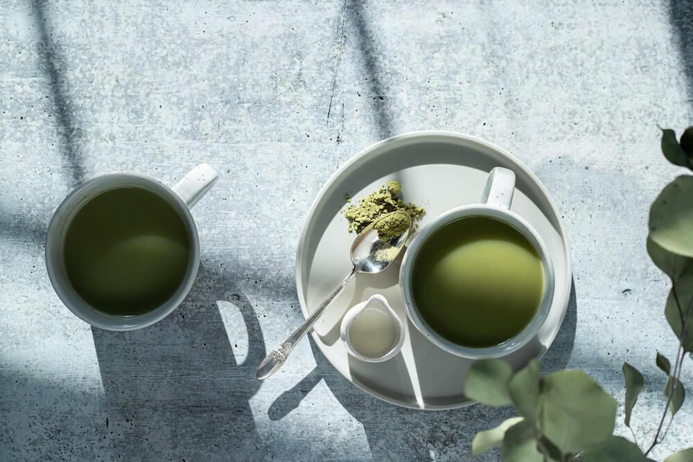 Teeservice mit Matcha Tee
