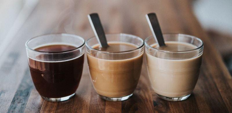 Käfer Kaffee in Glastassen