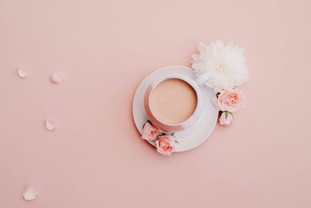 Kaffee mit Rosen