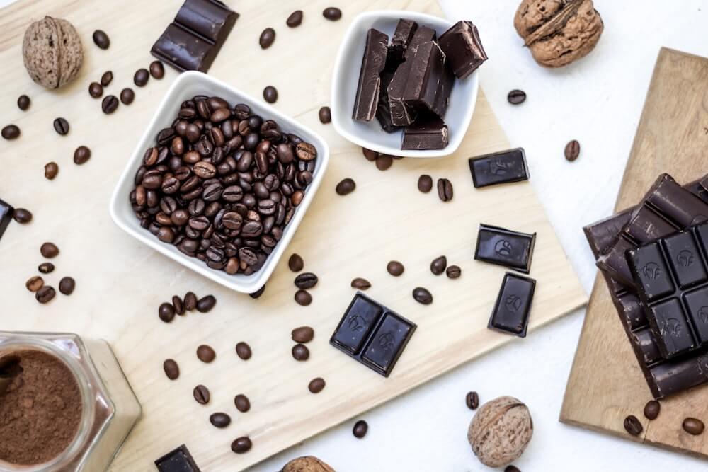 Kaffeebohnen und Schokolade