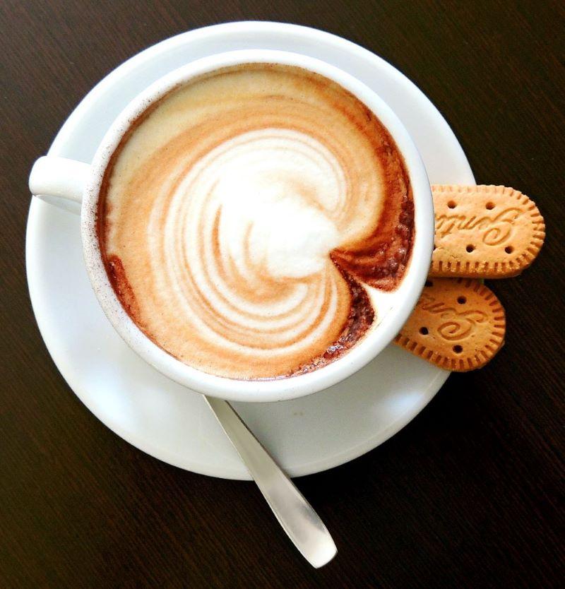 Kaffeetasse mit Gebäck