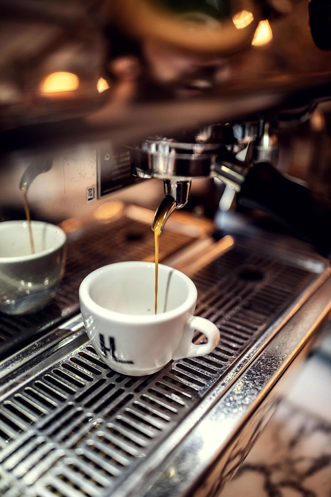 Espresso aus Siebträgermaschine