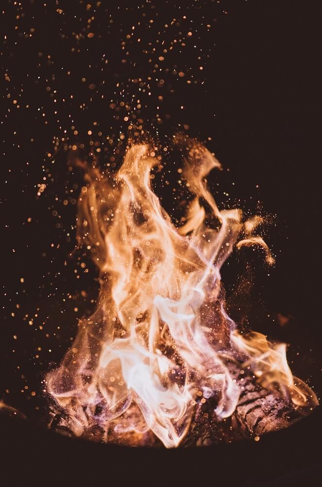 Maria Sole Röstung über dem offenen Feuer