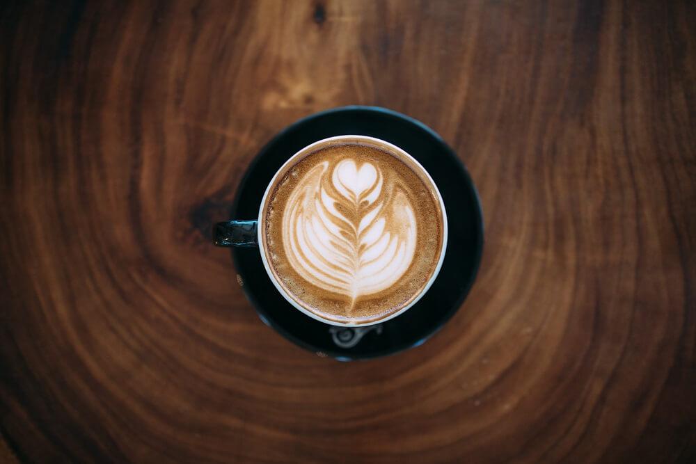 Mozartkugeln und Kaffee genießen