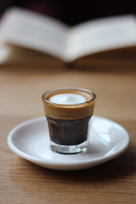 Espresso aus Robusta Bohnen in Glas