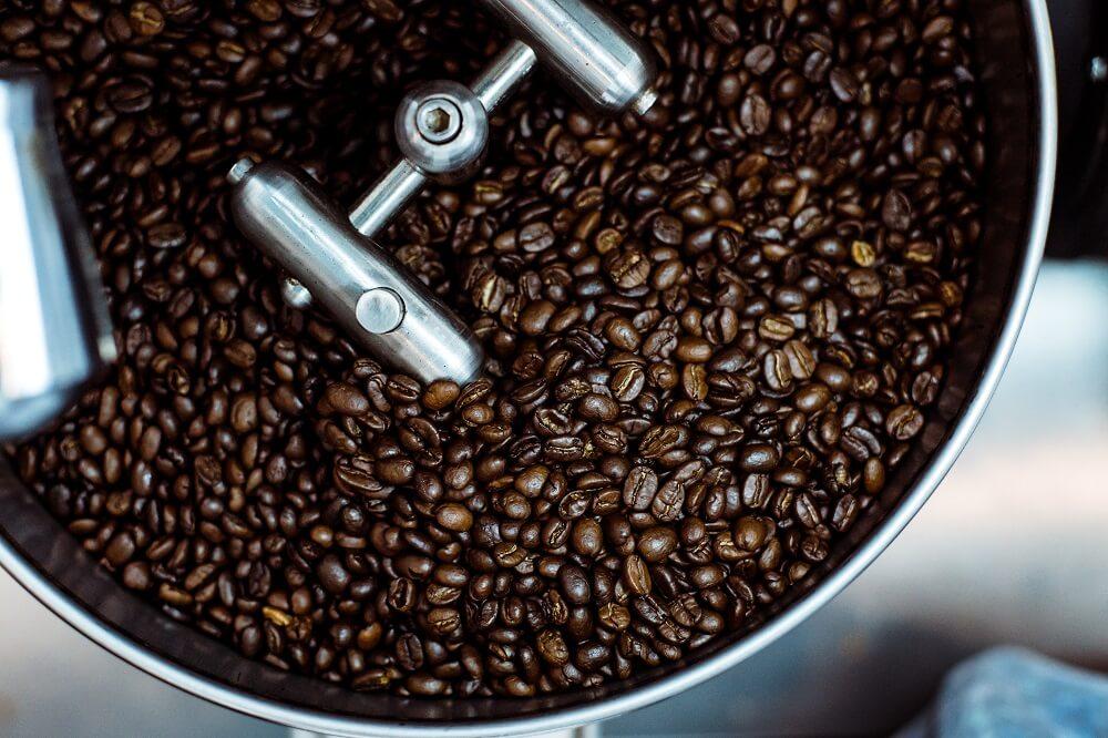 Trommelröstung säurearmer Kaffee