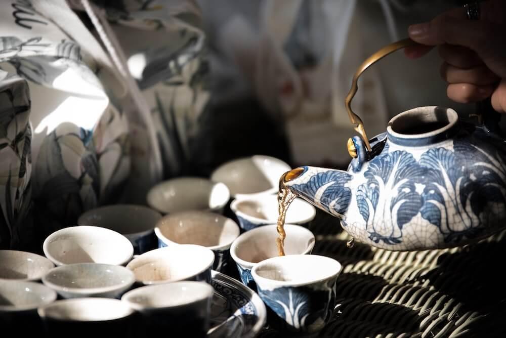 Kaffeekanne und Kaffeetassen