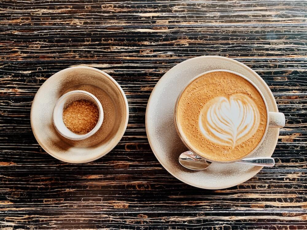 Kaffeetasse und Zuckerschale