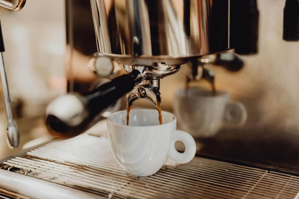 Espressozubereitung mit einer Siebträgermaschine