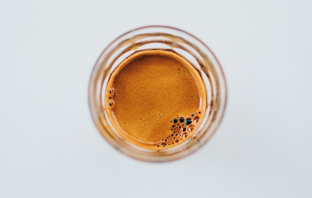Espresso im Glas mit Crema