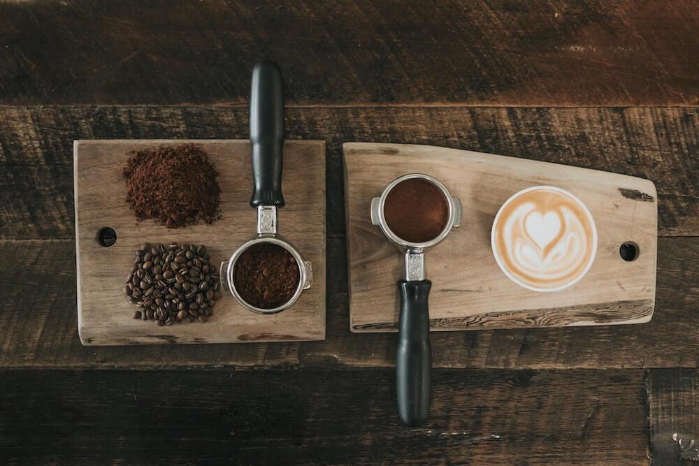 Frischer Kaffee aus der Siebträgermaschine
