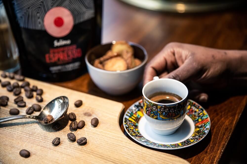 Solino Espresso in bunter Tasse