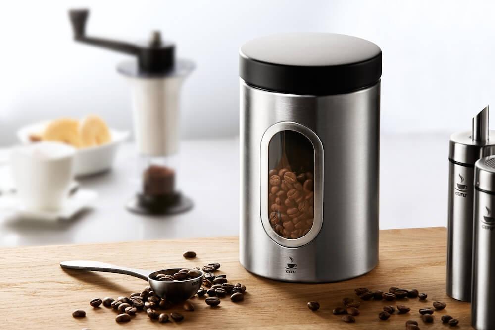 Gefu Kaffeedose und Messlöffel mit Kaffee
