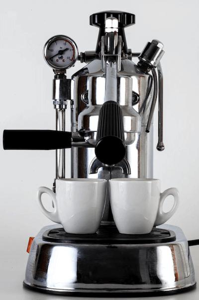 La Pavoni Espressomaschine mit Handhebeln und zwei Espressotassen