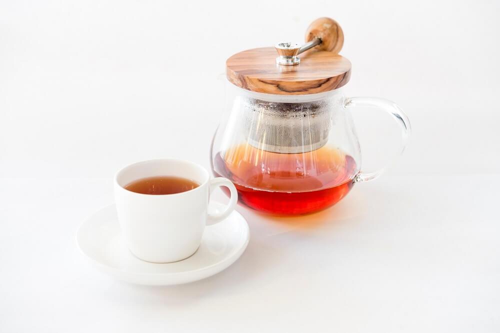 Teekanne mit integriertem Edelstahlsieb