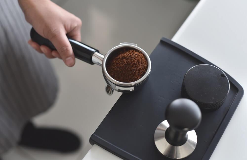 Gemahlener Espresso im Siebträger